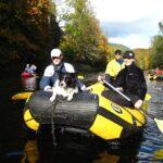 Čtyři v raftu a pes